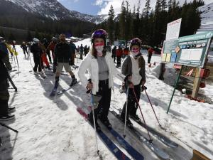 US Resorts Adapt to New Normal of Skiing Amid Pandemic