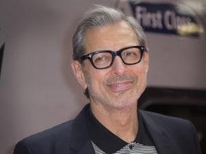 Jeff Goldblum Recreates Iconic 'Jurassic Park' Shirtless Scene